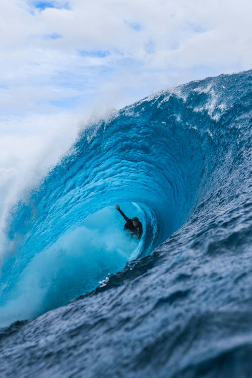 Tahiti's first perfect swell of the season