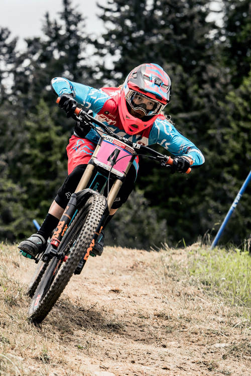 Women's DHI Riders to Watch