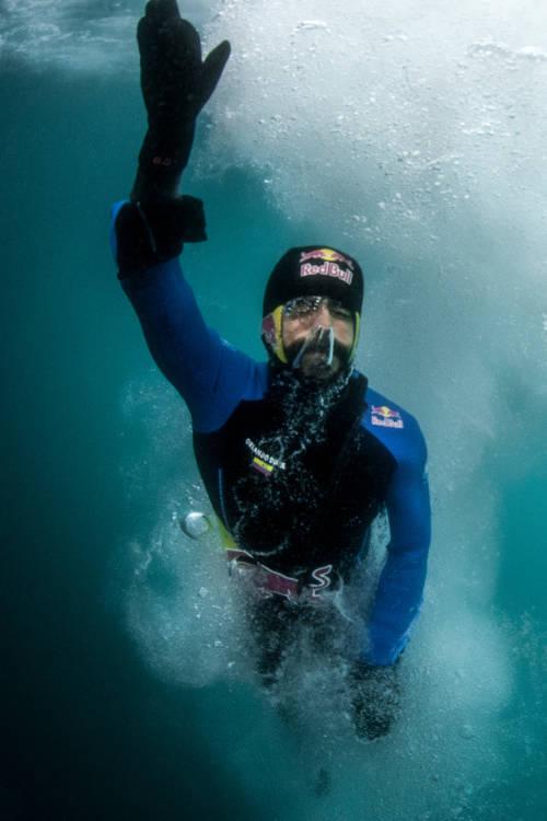 Cliff Diving in Antarctica (ES)