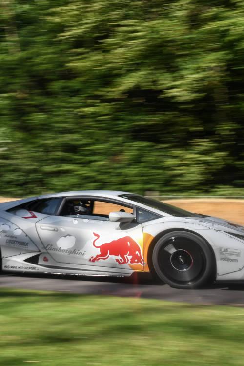 Drift Lamborghini vs Kamaz truck