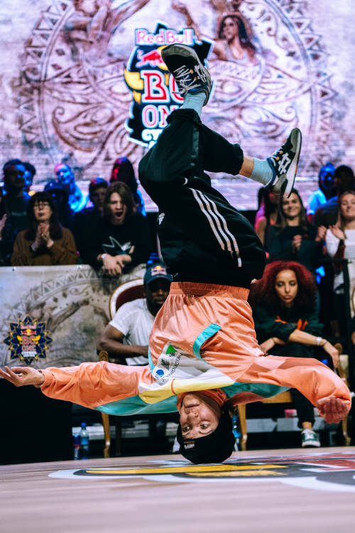 B-Girls final: Dora vs Esthalavista