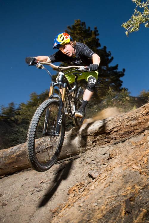 Downhill MTB in Cali
