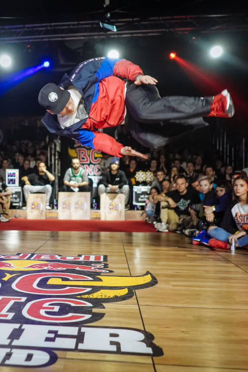 B-Boys semi-final 1: Thomaz vs Zawisza