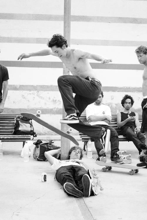 Snack-size skateboarding action