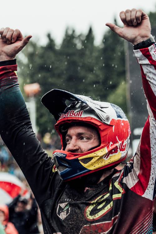 Aaron Gwin Keeps on Rolling