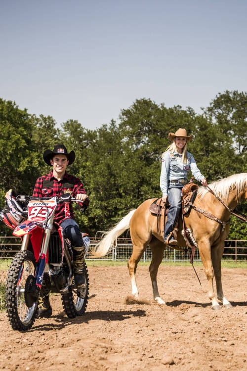 Márquez and Ganter go barrel racing in Texas