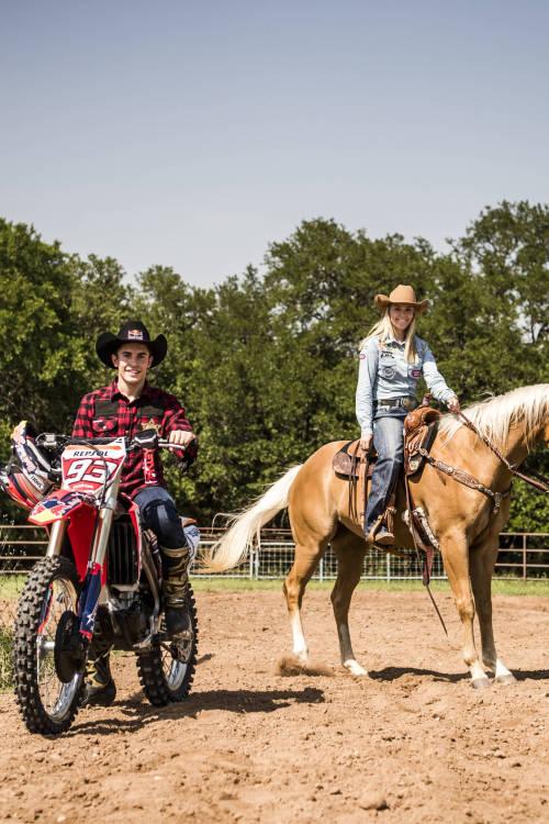 Márquez and Ganter go barrel racing in Texas