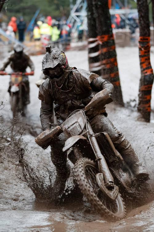 Amateurs take on the mud