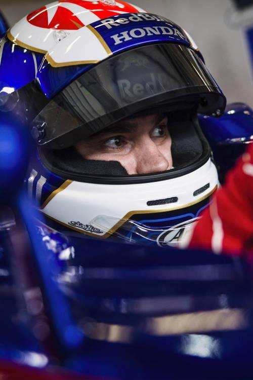 Dani Pedrosa test drives F1