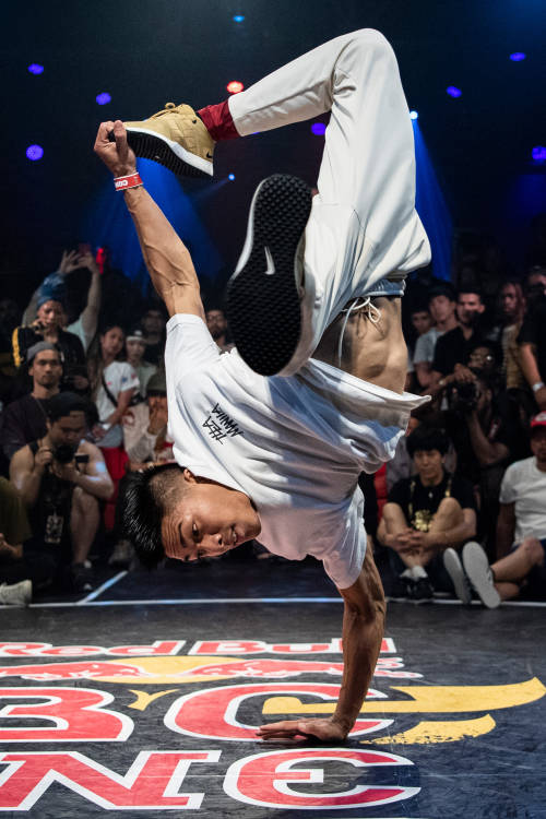 B-Boys final: Icey Ives vs Nico