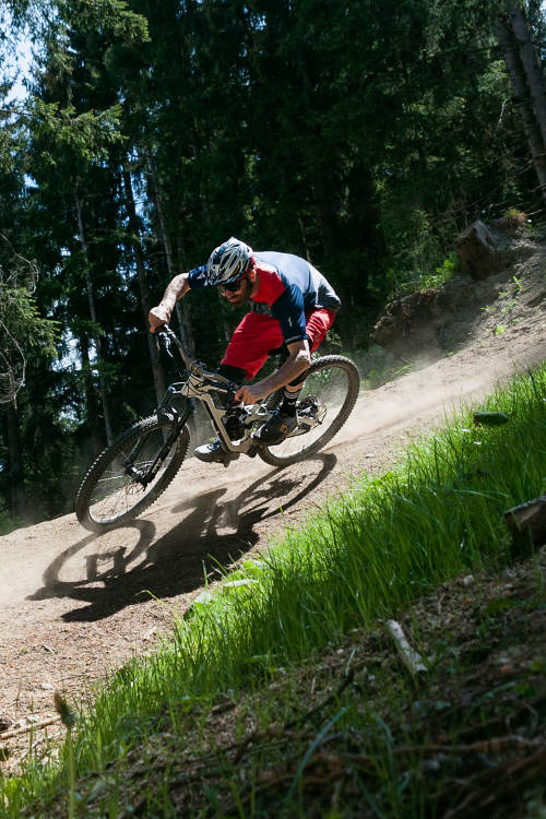 How to ride berms (ES)